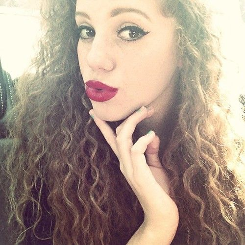 Close-up Of Singer Mahogany Lox